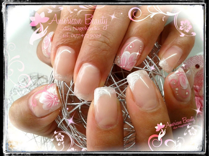 Gel Nägel: Pink Shimmer French mit Blümchen in One-Stroke Technik