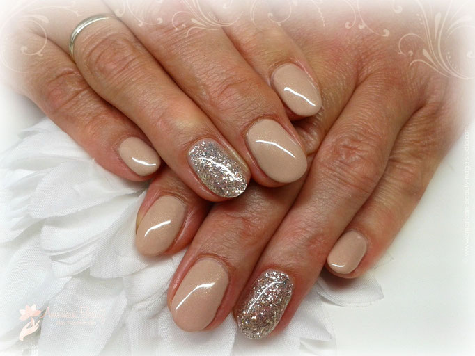 Gel Modellage: Natural Glamour