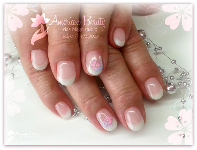 Gel Modellage: Soft French & Flowers