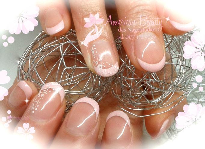 Naturnagelverstärkung durch Gel in Shimmery Pastell Pink & Stamping Technik
