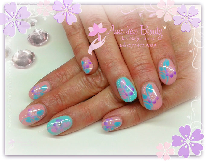 'Thinking Spring' - Gel Nägel mit Airbrush Design