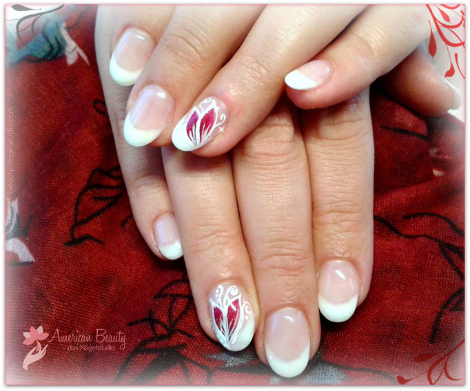 Gel Modellage: Soft French mit kleiner Malerei