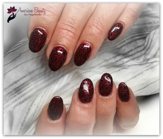 'Royalty Red' - Gel Modellage mit Stempel