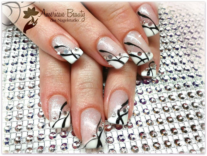 'Black.  White.  Glam!' - Gel Modellage mit Handmalerei