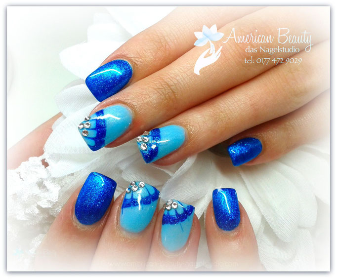 'Abstrakt: Beautiful Blue' - Gel Modellage mit kleiner Malerei