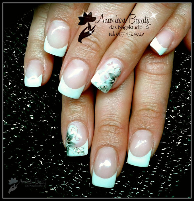 'Edel Winter Blümchen' - Gel Nägel mit French & Airbrush Design