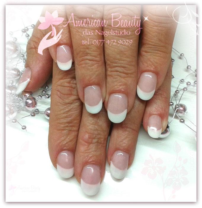 Immer Klassisch - Acryl Nägel mit French Spitze in Weiß