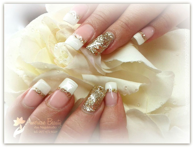 Golden Glamour: Gel Modellage mit Glitzer