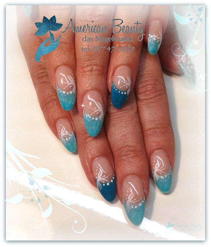 'Beautiful in Blue' - Gel Nägel mit Airbrush Design