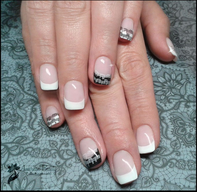 ' Black & White Symphonie ' - Gel Modellage mit Stempel Design