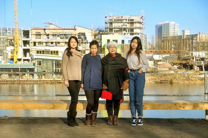 shu euiok & her daughters