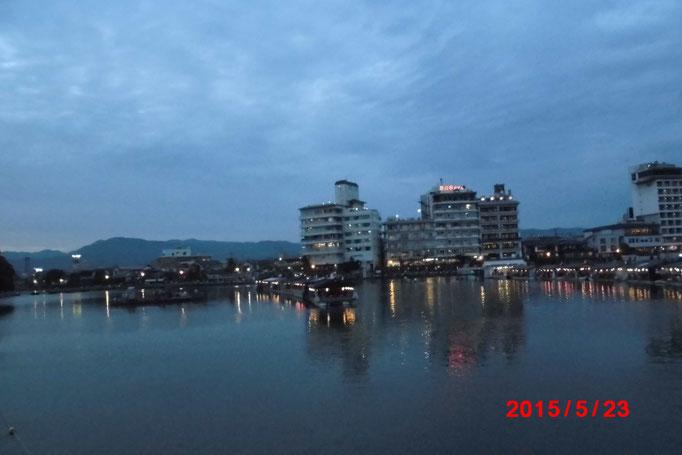 会場の三隈川の様子。