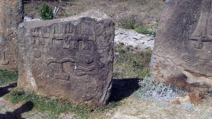 Champs de stèles de Tiya. Voyage Séjour Trekking et randonnée, Road trip et visite de la Région Oromia en Ethiopie.  Le cimetière de Tya.