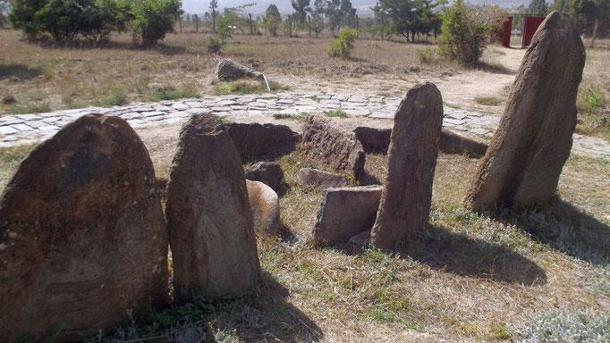 Champs de Stèles de Tiya. Voyage Séjour Trek Trekking Randonnée Road trip Visite de la Région Oromia en Ethiopie. Le cimetière de Tya