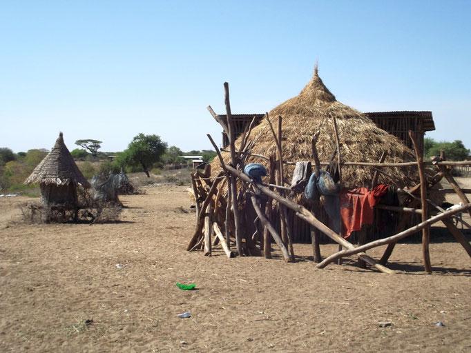 Le village des Karo à Koltcho Kolcho en Ethiopie. Voyage Séjour Trek Trekking Randonnée Road Trip en Ethiopie Visite de la Vallée de l'Omo en Ethiopie.