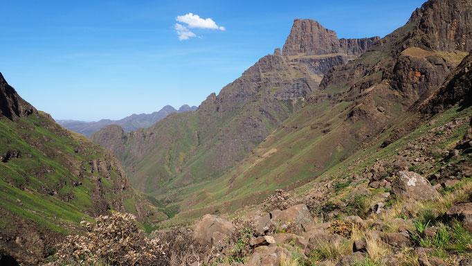 Montée vers Rockeries pass ; Drakensberg ; Afrique du Sud. Voyage Max de nature