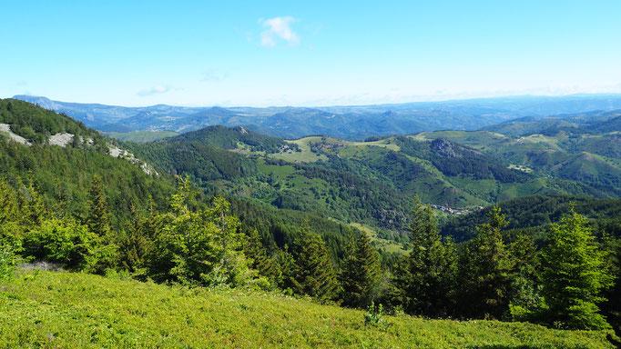 Randonnée à Lachamp-Raphaël ; Monts d'Ardèche. Voyage Max de Nature