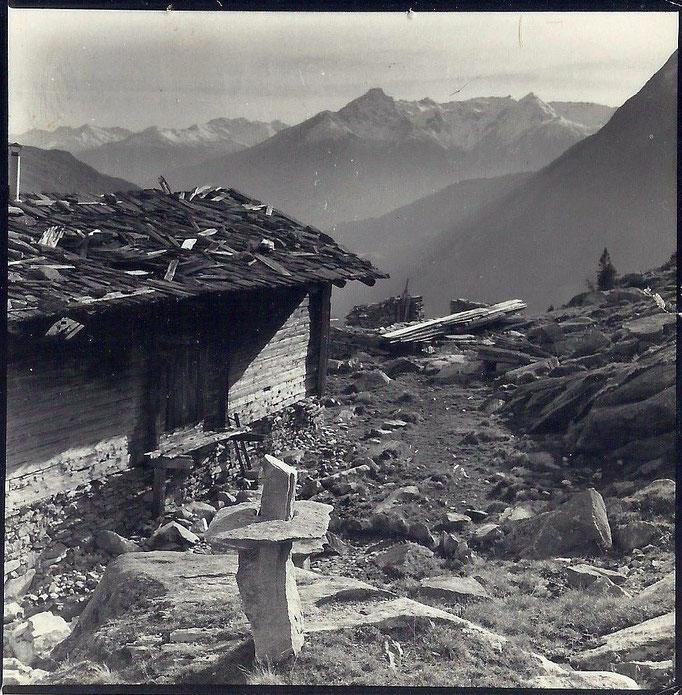 Josef Taucher, Ohne Titel (Land Art Projekt mit Freunden), Raneburger Alm, Matrei, Osttirol, um 1975 © Josef Taucher