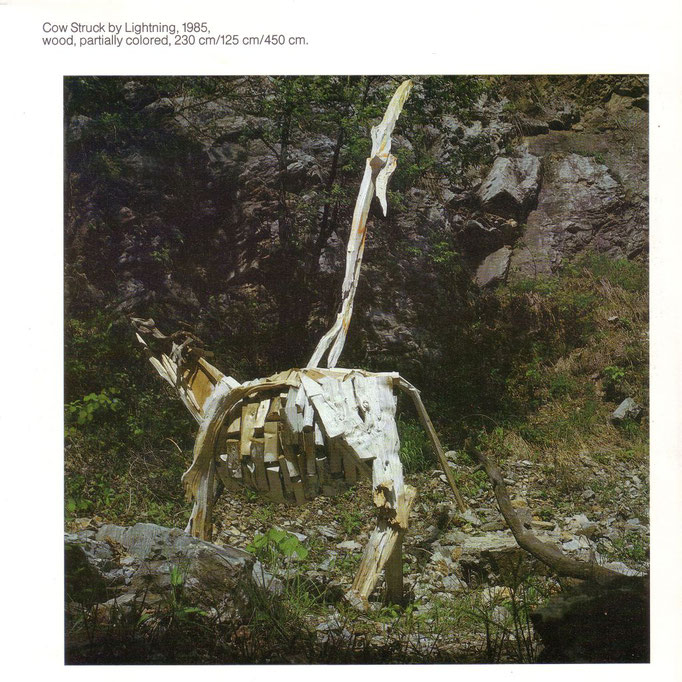 Josef Taucher, Cow Struck by Lightning, 1985, wood, partially colored, 230 x 125 x 450 cm © Josef Taucher, Foto: D. Jakely