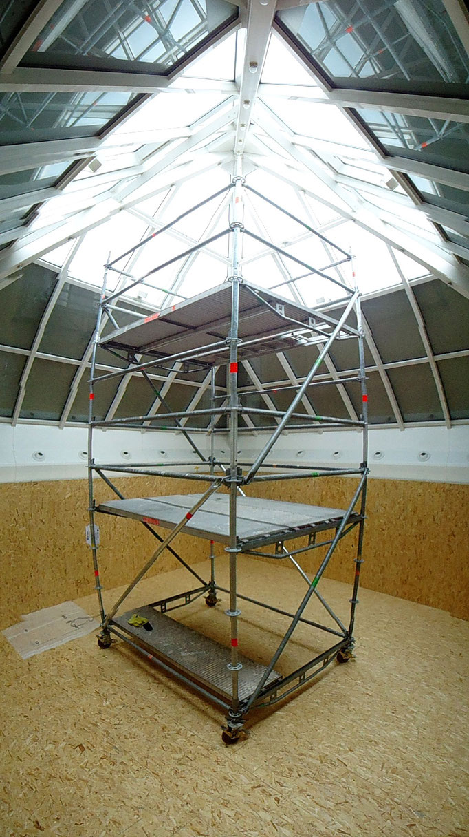 Rollgerüst für die  Glaspyramide.