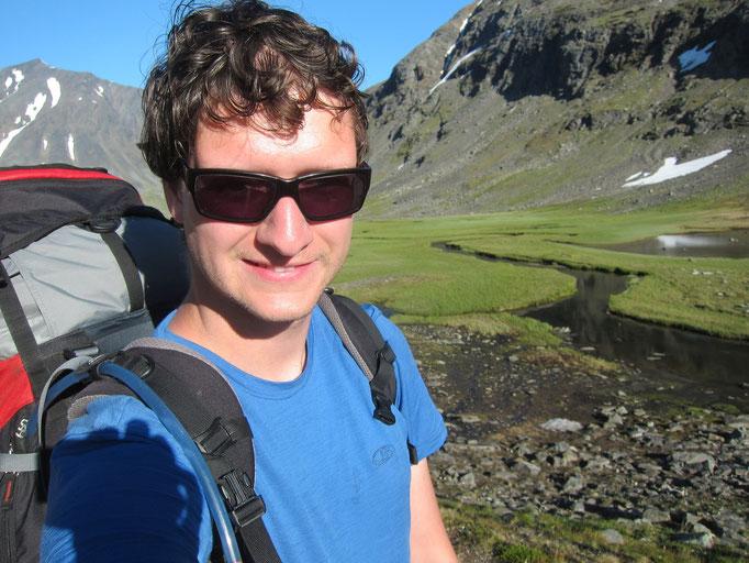 Hiking into upper Sarvesvagge