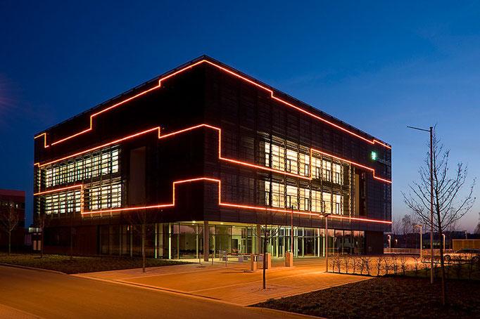 Nachtaufnahme, Architektur, Fraunhofer, Chemnitz für Neon Böhm Ilmenau
