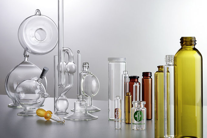 Hintergrundfoto einer Gruppe verschiedener Glasartikel für einen Prospekt der ROFRA GmbH