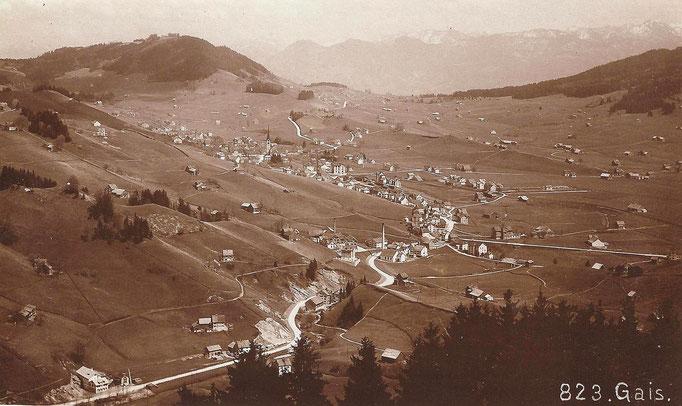 GAIS - Strasse von St. Gallen nach Gais mit Zweibrücken im Vordergrund