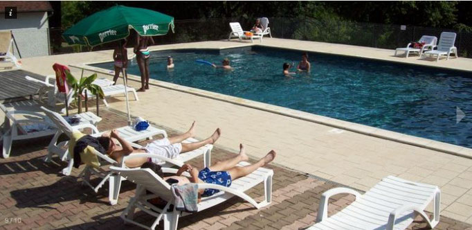 la piscine collective du Camping la Garrigue de Loubressac