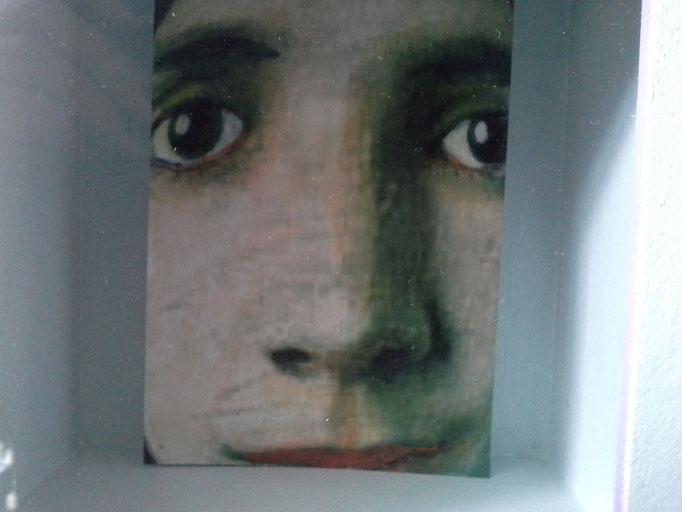 IK ZIE JE.. , met stiften op alcoholbasis getekend- op fotopapier ca.  15 bij 10 cm.