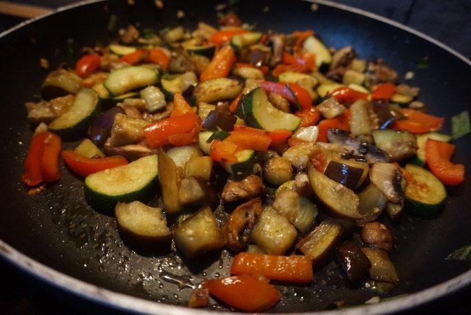schnelle Spaetzlepfanne mit Gemuese |Paprika und Zucchini