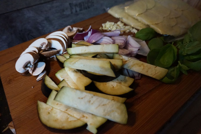 Rezept schnelle Trueffel Tortellini Pfanne mit Aubergine und Pilzen