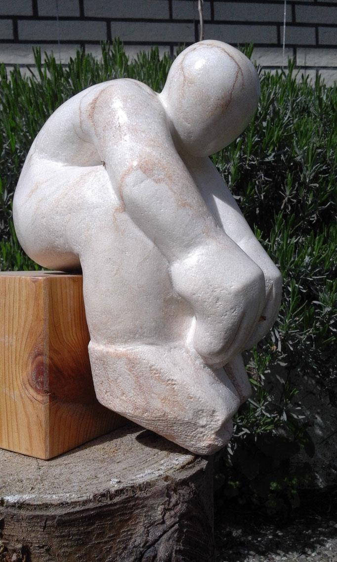 Genug getan, Speckstein, 2017. Größe (ca.): Höhe: 24,5 cm, Tiefe: 22 cm, Breite: 13cm.
