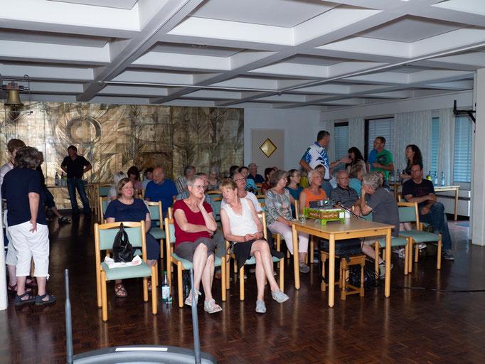 Bekannte Gesichter und neue Gäste kamen zum Vortrag Foto: Th. Oehl