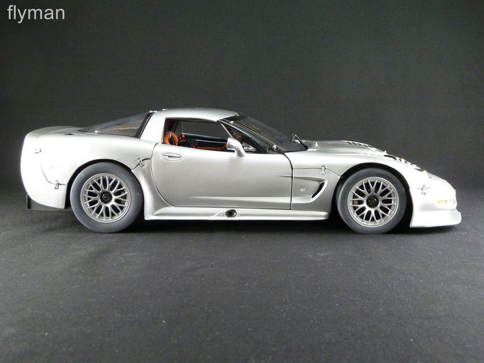 GMP 1200712 - 1:12 - Chevrolet Corvette C5-R in silber