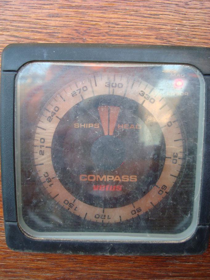 Van itt egy elektronikus kompass, kb. 30 eves es müködik!