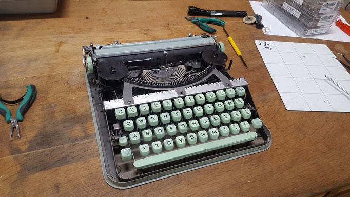 Schreibmaschine Hermes baby