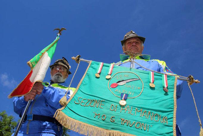 ANA San Giorgio - Il labaro della sezione di Palmanova e il nostro gagliardetto