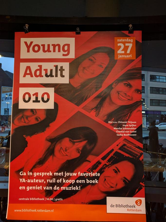 YA010 Poster in de bieb