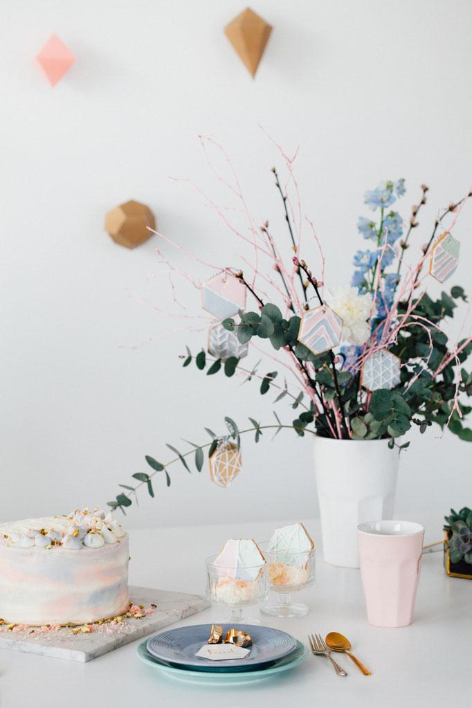 Pantone Wedding - Geometric Cookies | Fotografie: You Are Beloved | Styling: Annamarieke van Groningen (wearegolden.nl)