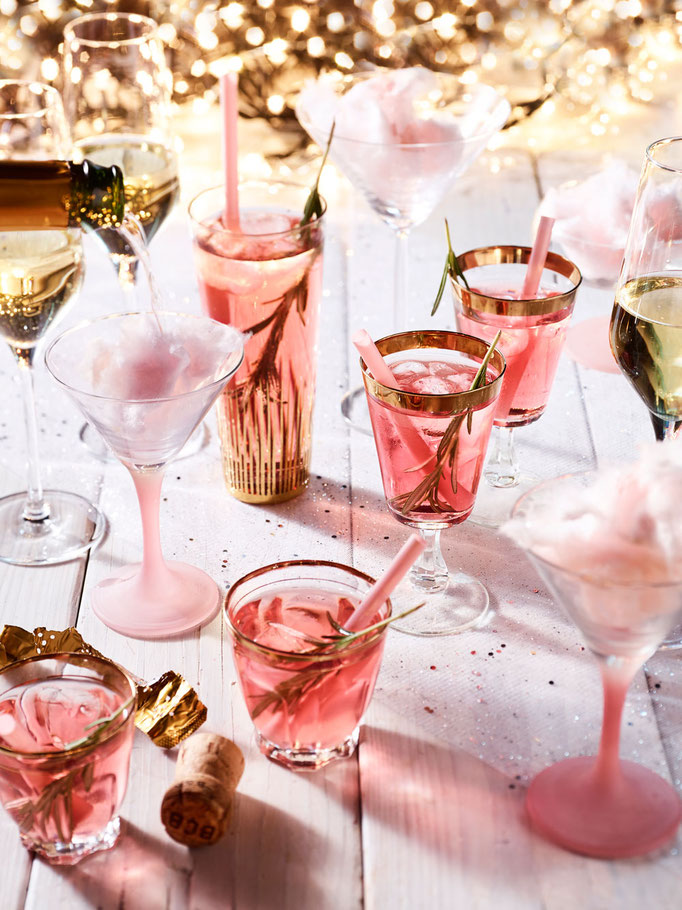 New Years Eve - Cranberry, Rosemary & Gin Cocktails and Champagne | Fotografie: Merel Smits