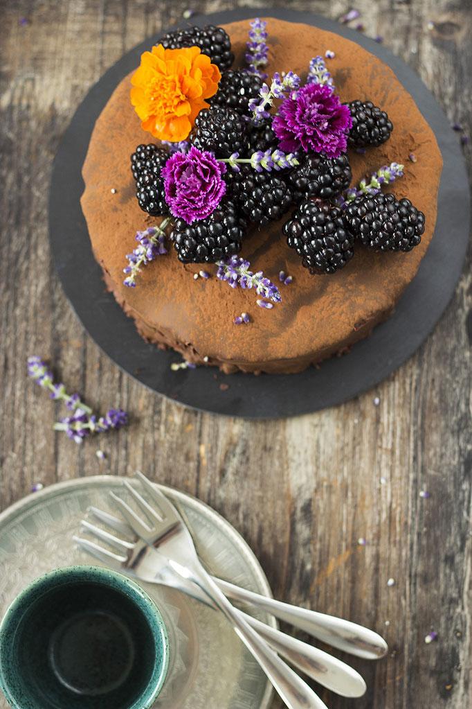 Summerfruit - Chocolade Cake met Bramen en Lavendel | Fotografie: Carola Doornbos