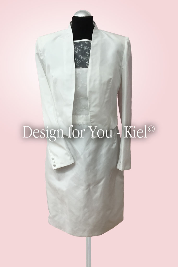 Brautkleid Yvonne mit Jacke - © Design for You - Kiel