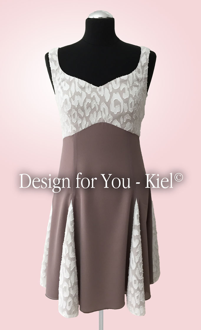 Brautkleid Inken vorn - © Design for You - Kiel