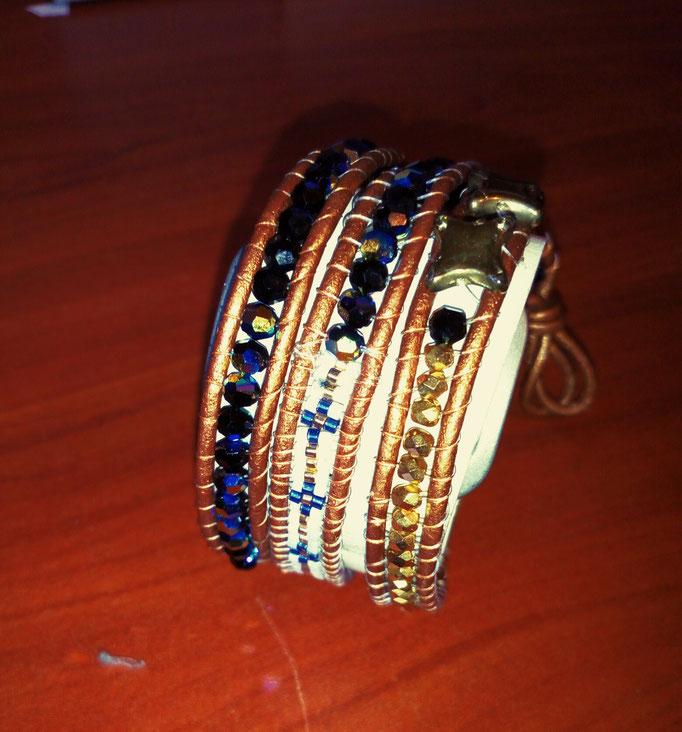Bracelet cuir, facettes , étoiles dorées, perles Miyuki / BR : 023 / 15€
