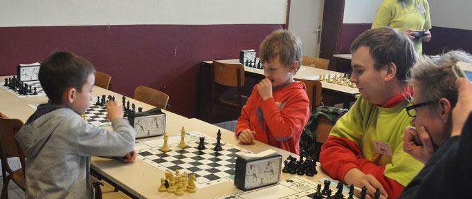Het wordt spannend !  Winnen op tijd of op schaakmat zetten ?