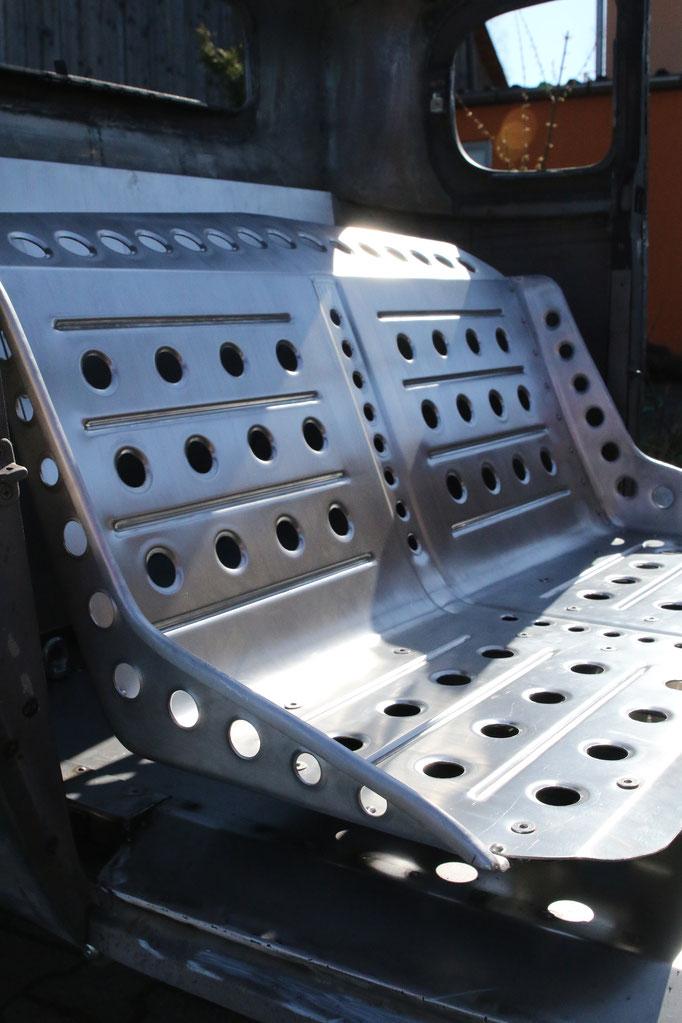 Bombersitzbank Hot Rod Deutschland Aufbau Projektarbeit Aluminium Karosserieteile Blechklopfer Feinblechner W. Schröder
