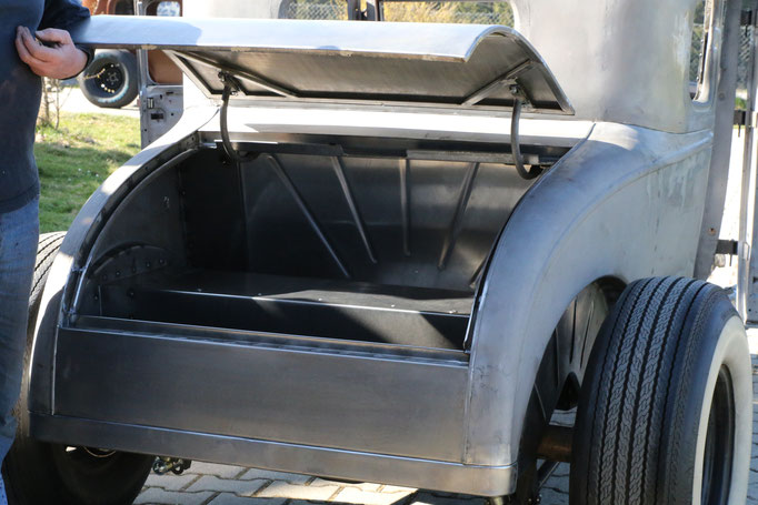 Hot Rod Deutschland Kofferraumdeckel Ford A Modell Aluminium Karosserieteile handgefertigt Blechklopfer Feinblechner W. Schröder