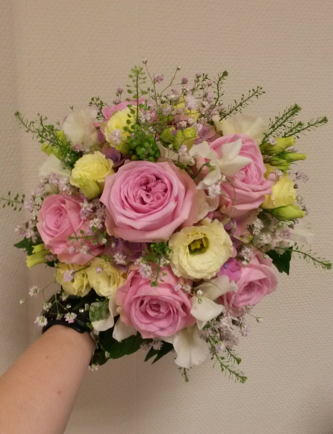 Aufgelockerter Brautstrauß