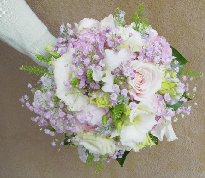 Sommerlicher Brautstrauß in pasteltönen